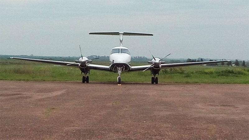 Sobre la pista, seguían operando aviones turbohélices y de menor porte