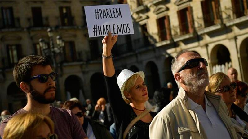 Miles marchan contra la independencia catalana