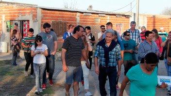 Solanas y Mayda Cresto encabezaron recorrida y dialogaron con vecinos