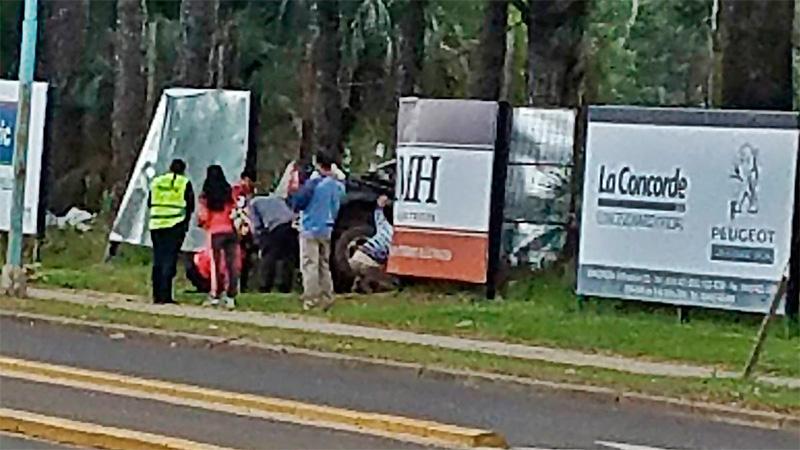 Una camioneta se incrustó contra los carteles del autódromo de Concordia
