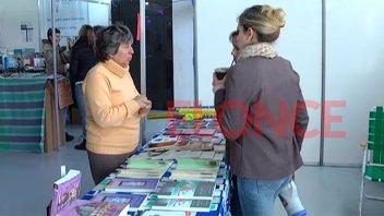 Escritores presentan sus obras en la Feria del Libro de Paraná