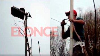 Feliz rescate: Hornero colgaba de una columna de luz y lograron salvarlo
