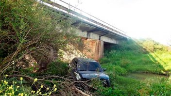 Ruta nacional 127: un auto despistó y cayó desde un puente