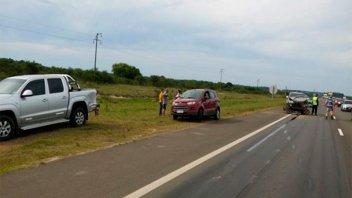 Camioneta embistió a dos vehículos que circulaban en la misma dirección