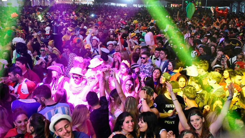 La locura de la Fiesta de Disfraces de Paraná cumple 20 años y ya ... 2a29fbc0c25