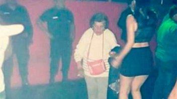 Insólito: Fue a buscar a su nieta al boliche para obligarla a cuidar a su bebé
