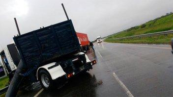 Camión despistó en Ruta 14: otro vehículo