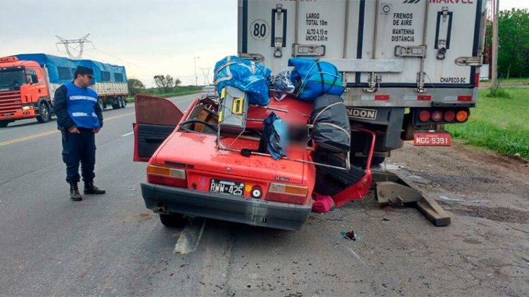 Dos muertos y tres heridos tras un fatal accidente en la ruta 12