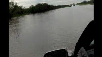 Piden prudencia al transitar por rutas: Video de puente cortado por las lluvias
