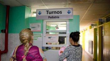 Ofrecen sueldos de $ 57.000 pero no consiguen médicos en Neuquén