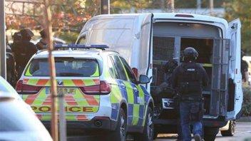 Inglaterra: Un hombre armado tomó de rehenes a empleados de un bowling