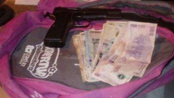 Una pareja fue detenida tras un robo a mano armada en un comercio