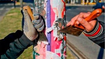 En Rosario comenzó la limpieza de la cartelería de campaña