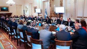 Cada ministro deberá proponer una baja de hasta 20% en cargos políticos