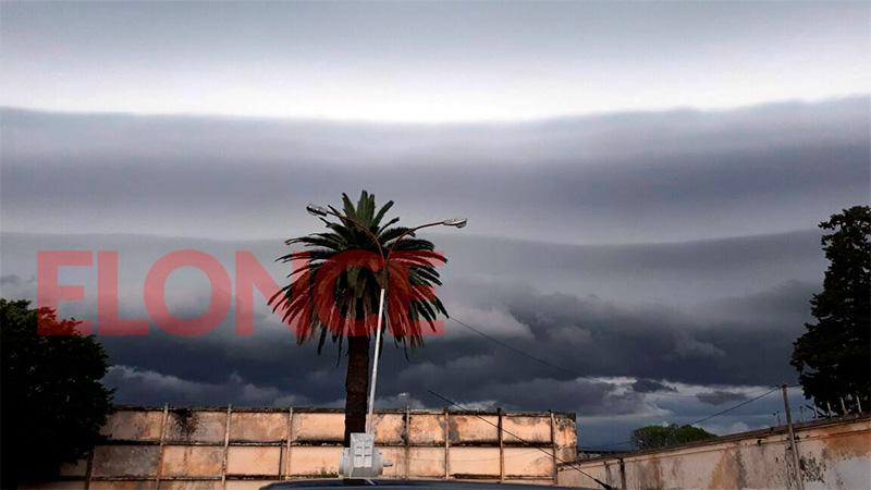 El frente de tormenta visto desde la zona del cementerio de Paraná
