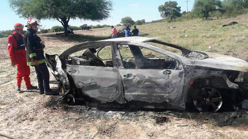 Así quedó el auto tras el trágico siniestro (Foto: www.nuevodiarioweb.com.ar)