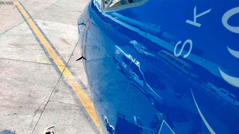 Así quedó la punta del avión tras el choque con el drone