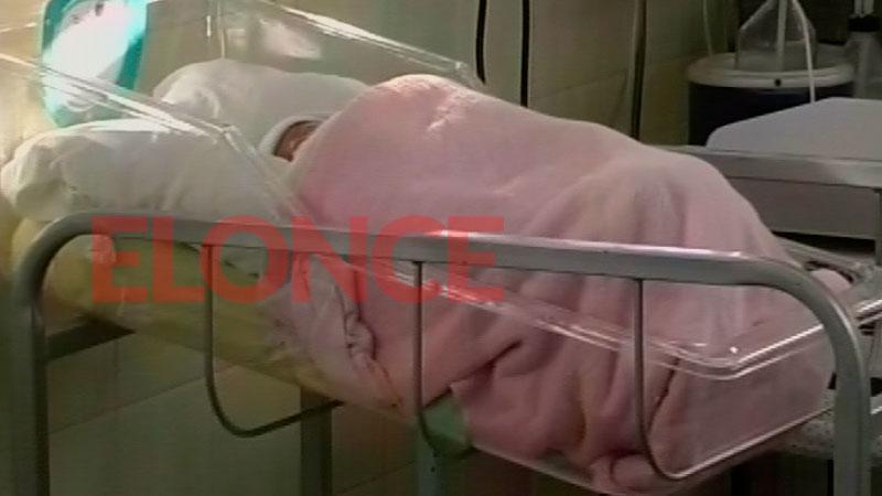 Bebé abandonado en Hernández: La madre fue llevada al hospital para que lo vea
