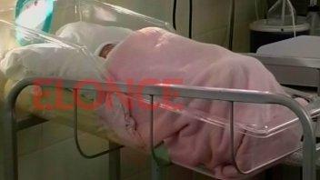 El bebé abandonado en Hernández está grave: La madre fue llevada al hospital