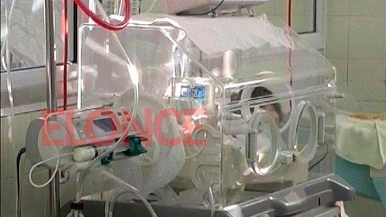 Peligra la vida del bebé hallado abandonado en un basural en Hernández