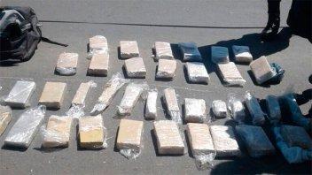 Ascienden a más de 80 los kilos de marihuana secuestrados en camioneta volcada