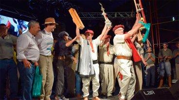 Premiaron a los asadores campeones de la Fiesta Nacional del Asado con Cuero