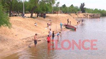 Fotos y videos: Familias paranaenses disfrutaron de la playa de Bajada Grande