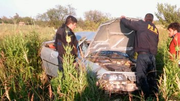 Dos jóvenes fueron hospitalizados tras volcar su auto en un camino vecinal