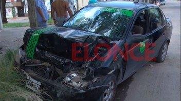 Imágenes: Remisero se habría descompuesto al volante y chocó contra un auto