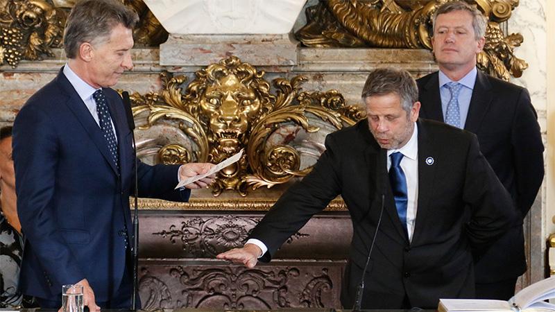 El presidente Mauricio Macri, toma juramento al nuevo ministro de salud