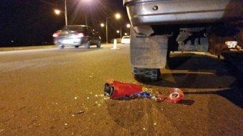 Tras chocar contra una camioneta, motociclista abandonó a su mujer e hijo