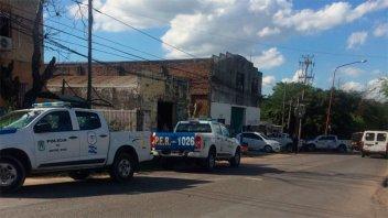 Agredieron a balazos y pedradas a policías: un agente resultó herido