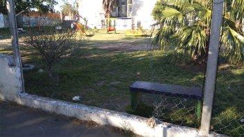 Menores fueron sorprendidos mientras robaban alambrado de una plaza