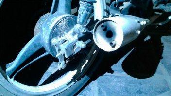 Cansados de las picadas de motos a la madrugada, vecinos arrojan