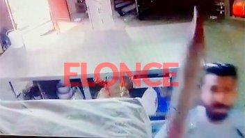 Video: Destrozó las cámaras que revelaron el incumplimiento laboral de su esposa