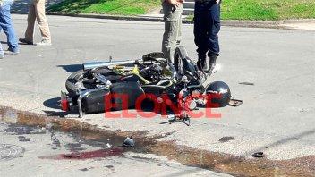 Motociclistas heridos tras el choque contra un utilitario