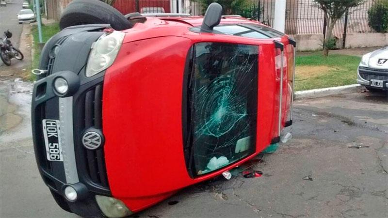 Conductor ebrio chocó y volcó su camioneta: Tenía 1,2 de alcohol en sangre