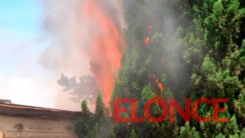 Se incendió una casa en calle Laurencena y debieron intervenir los bomberos