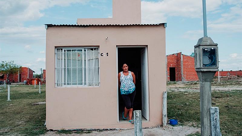 Mariana Muñoz, la orgullosa propietaria de la casa nº 1 en Gualeguaychú.