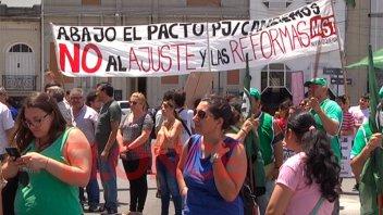 ATE y CTA Autónoma se manifestaron frente a Casa de Gobierno