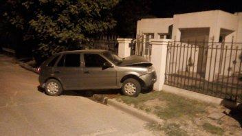 Conductor alcoholizado perdió el control del auto y se incrustó contra una casa