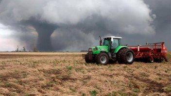 Desesperante Video: Tremendo relato de padre e hijo atrapados por un tornado