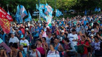 Organizaciones sociales y gremiales marcharon en repudio a la cumbre de la OMC