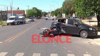 Fotos: Auto giró a la izquierda en Blas Parera y motociclista sufrió heridas