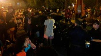 Auto chocó una columna de alumbrado y volcó en Paraná