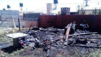 Incendio destruyó una casa prefabricada en madera