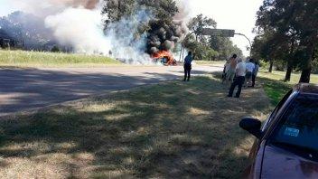 Se incendió el auto de Daniel Passarella en Santa Fe: Fotos y video