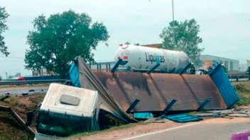 Explotó un camión con gas butano en Buenos Aires: Hay dos muertos y un herido