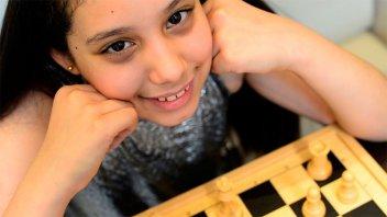 Niña récord: terminó la primaria a los 9 años y ya sueña con ser científica