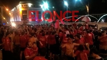 Independiente levantó la copa: Bajo la lluvia, hinchas festejaron el título